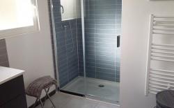 salle de bain avec douche la foret fouesnant